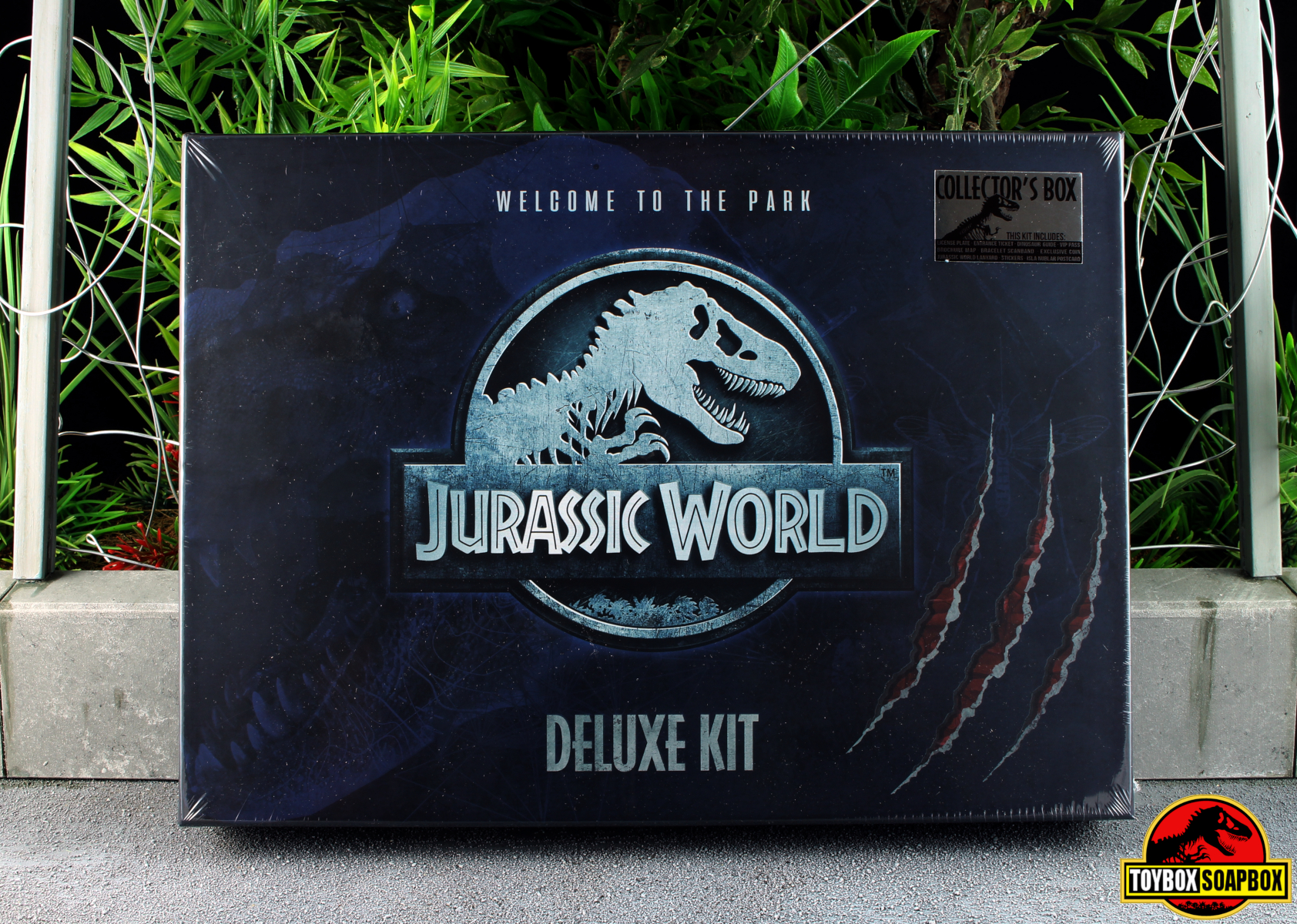 doctor collector jurassic world deluxe welcome kit