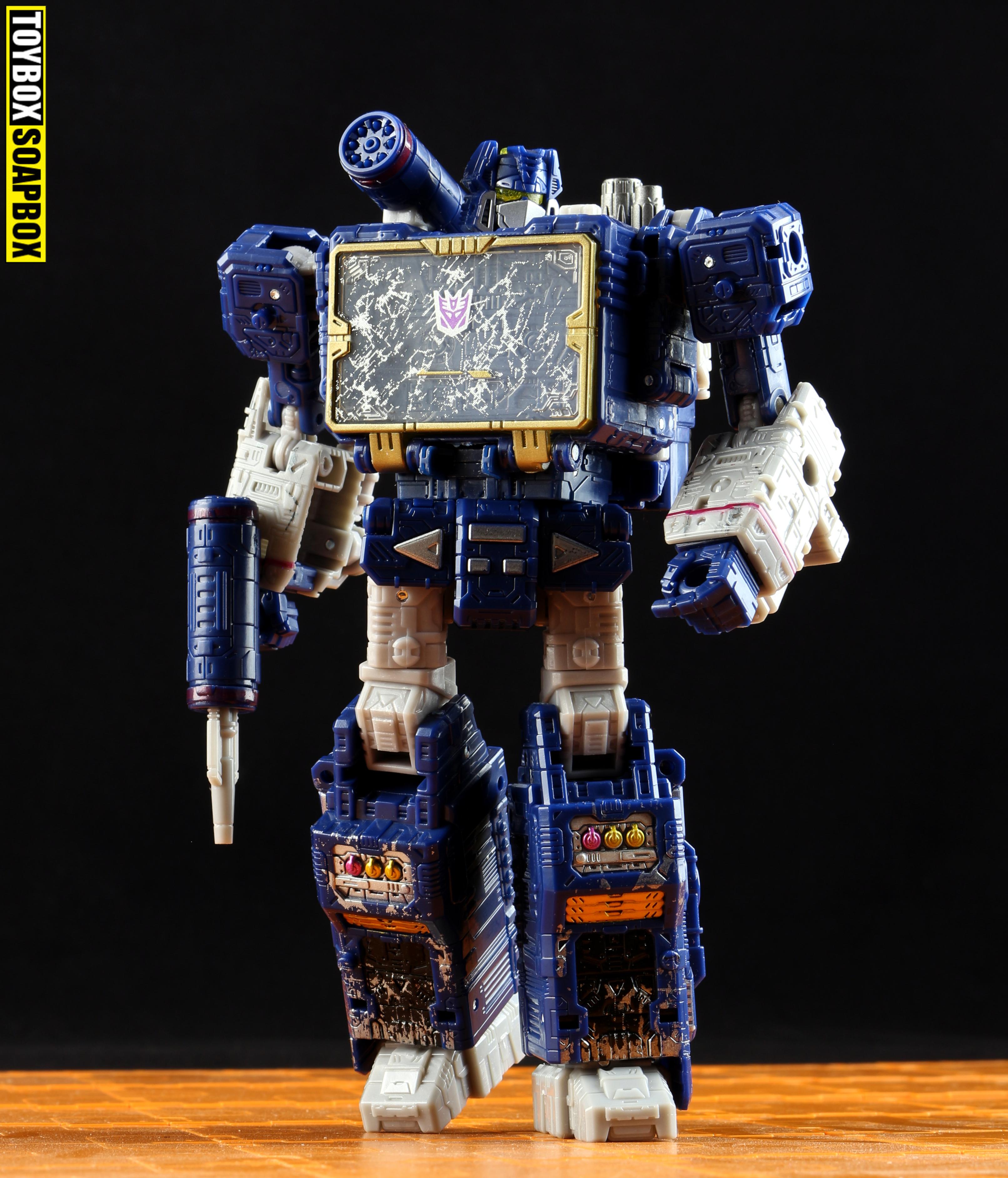 Transformers-siege-soundwave-review soundwave
