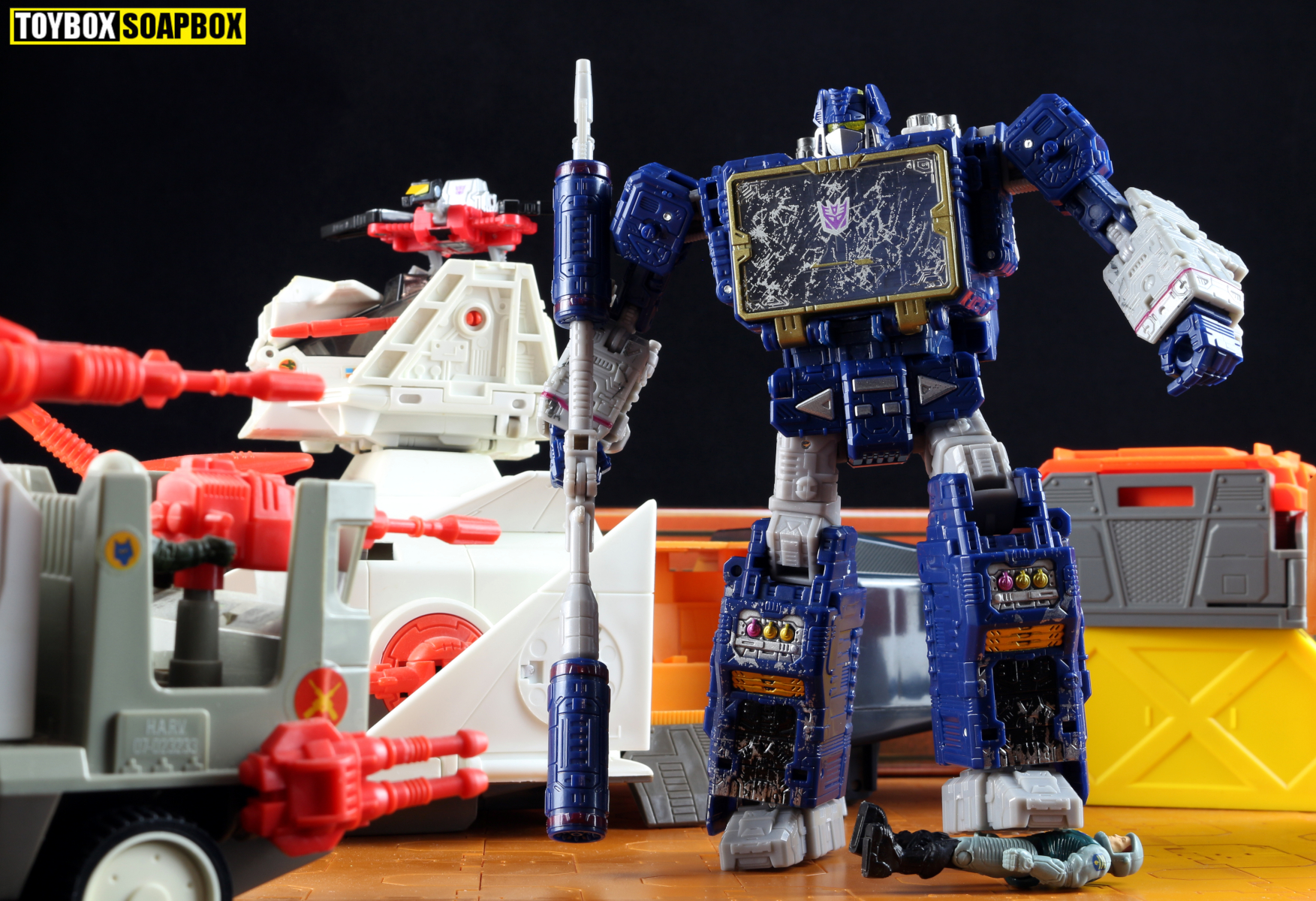 war for cybertron siege soundwave