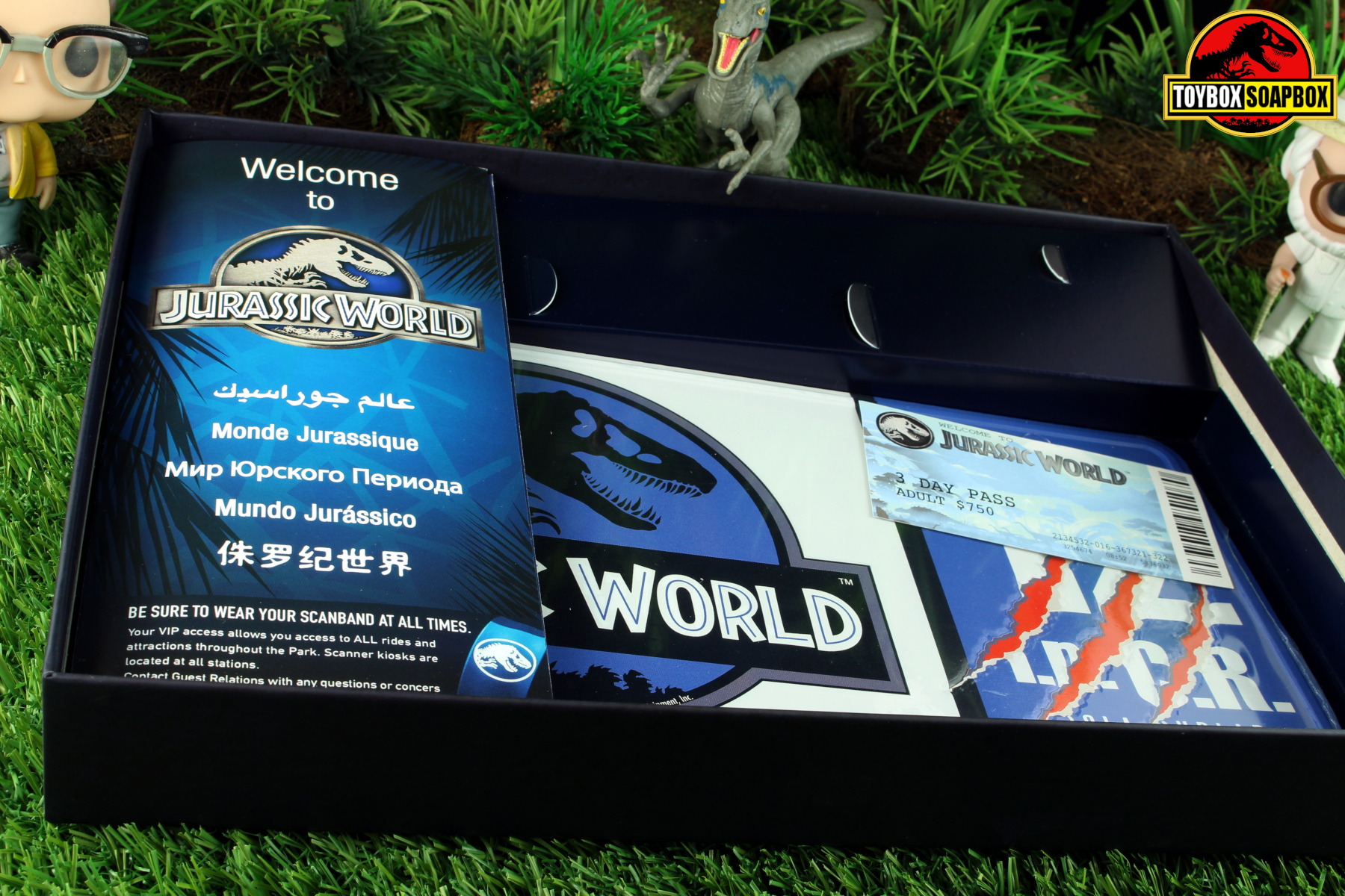 JURASSIC JUNE DOCTOR COLLECTOR JURASSIC WORLD KIT