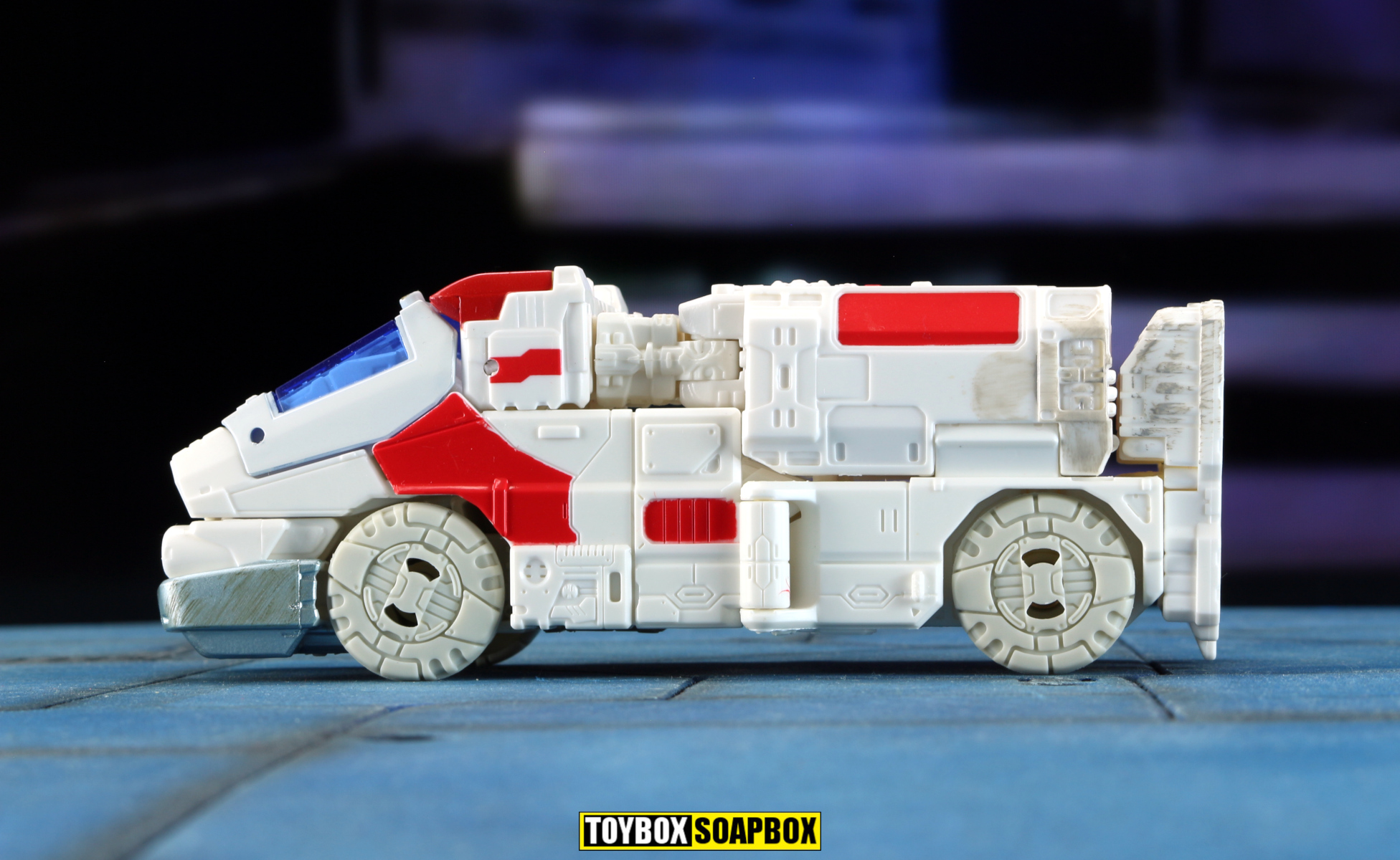 transformers siege ratchet vehicle mode side