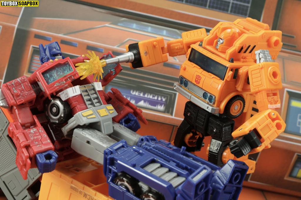 earthrise-grapple-repair-siege-optimus-prime