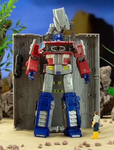 Transformers earthrise optimus prime repair bay