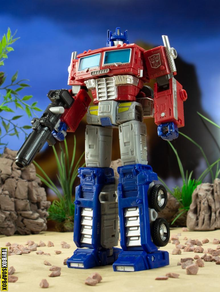 earthrise optimus prime robot mode with gun
