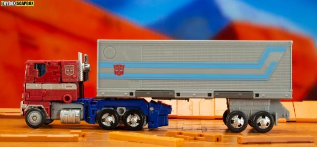 earthrise optimus prime trailer side