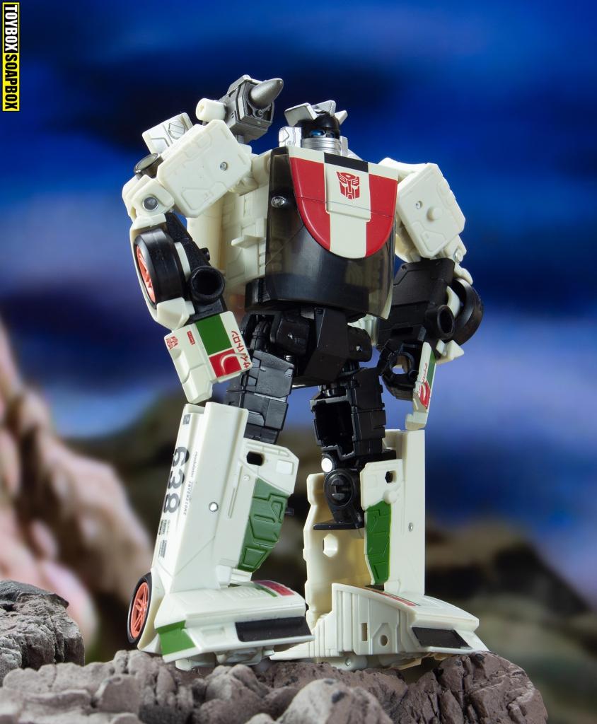 transformers earthrise wheeljack robot mode