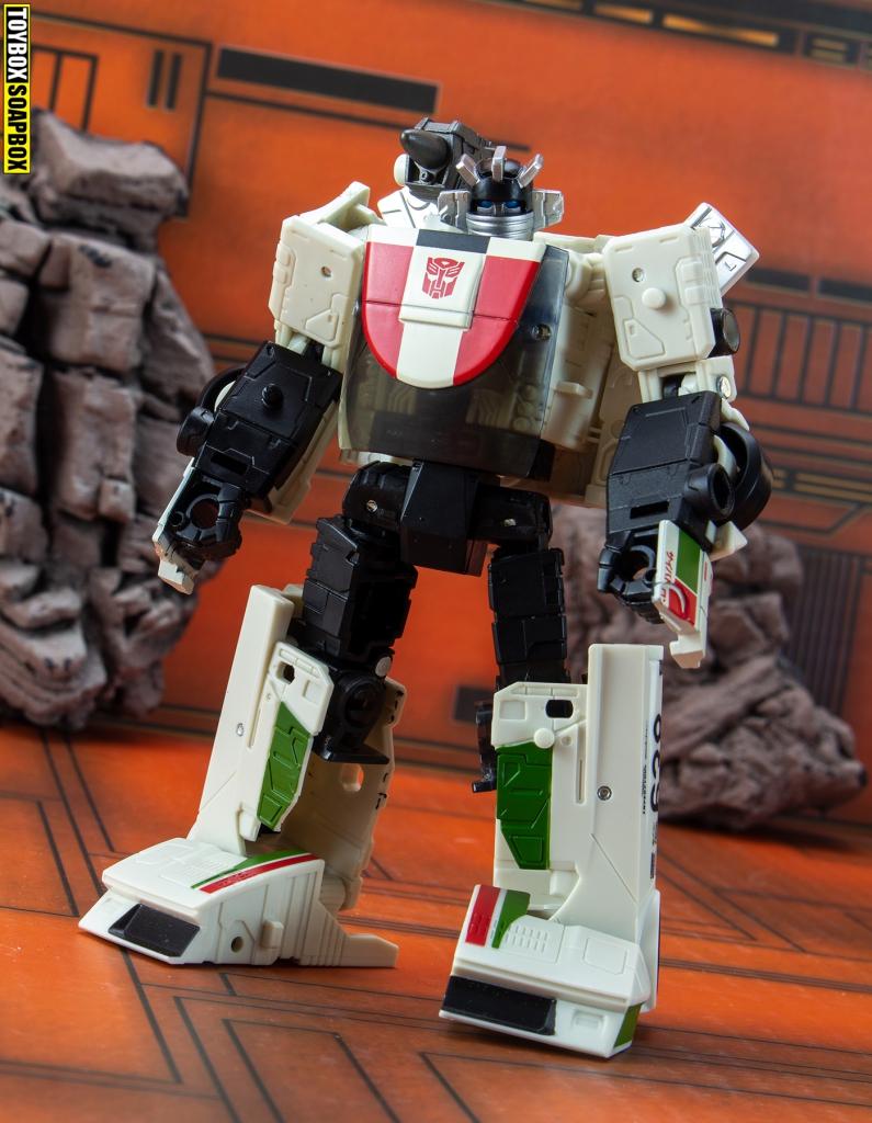 deluxe earthrise wheeljack robot mode