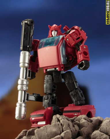 earthrise cliffjumper review pose