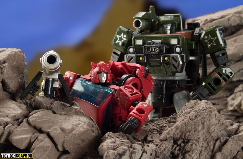 Transformers cliffjumper hound megatron in viewfinder