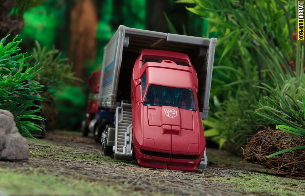 earthrise cliffjumper roll out optimus prime trailer