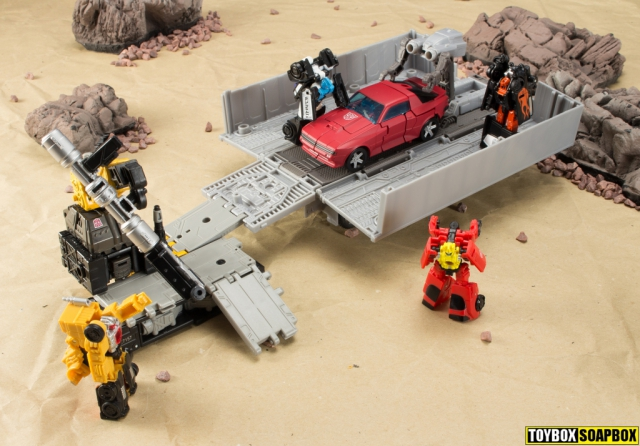 Earthrise optimus prime cliffjumper and ironworks