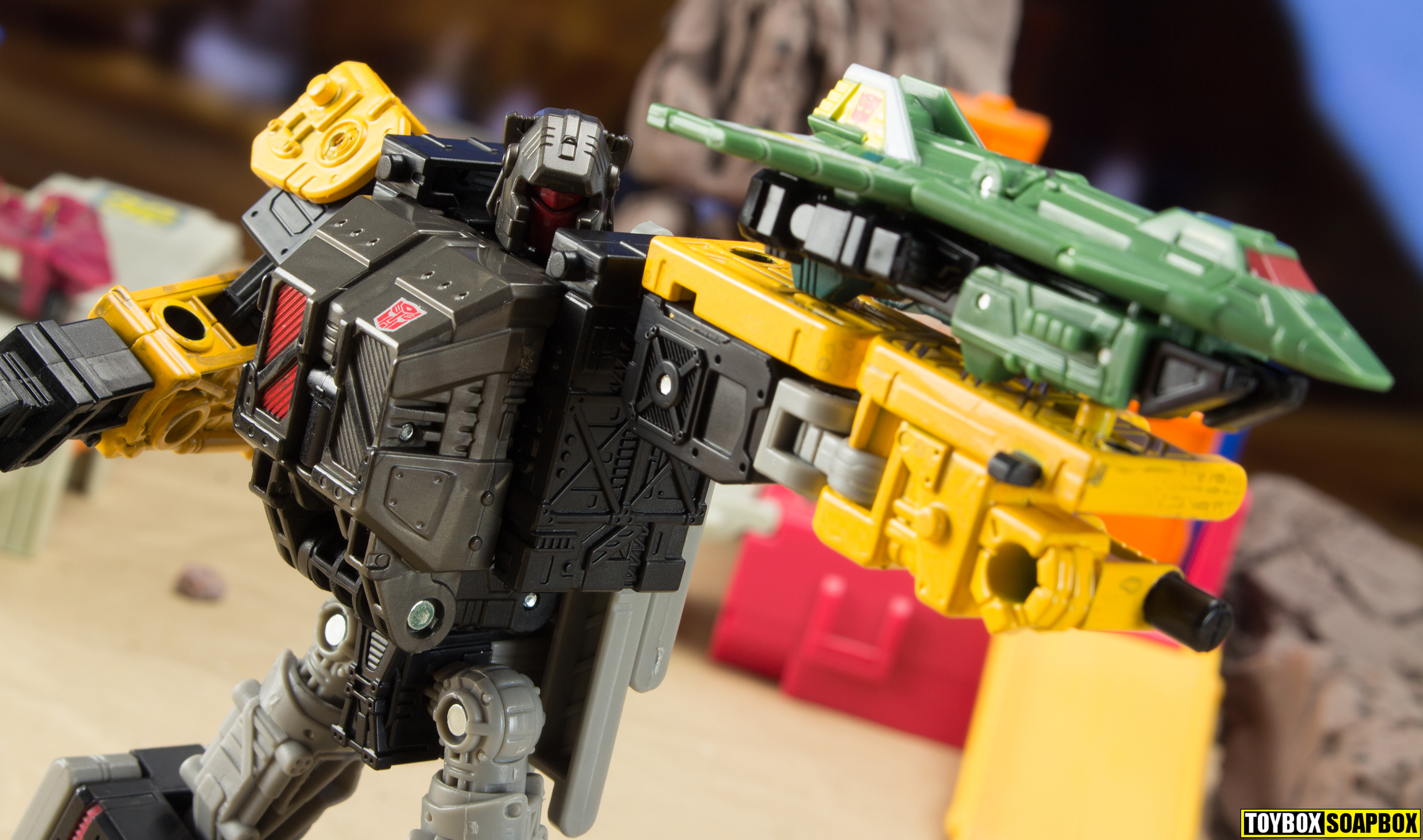Transformers siege groundsharker with earthrise ironworks