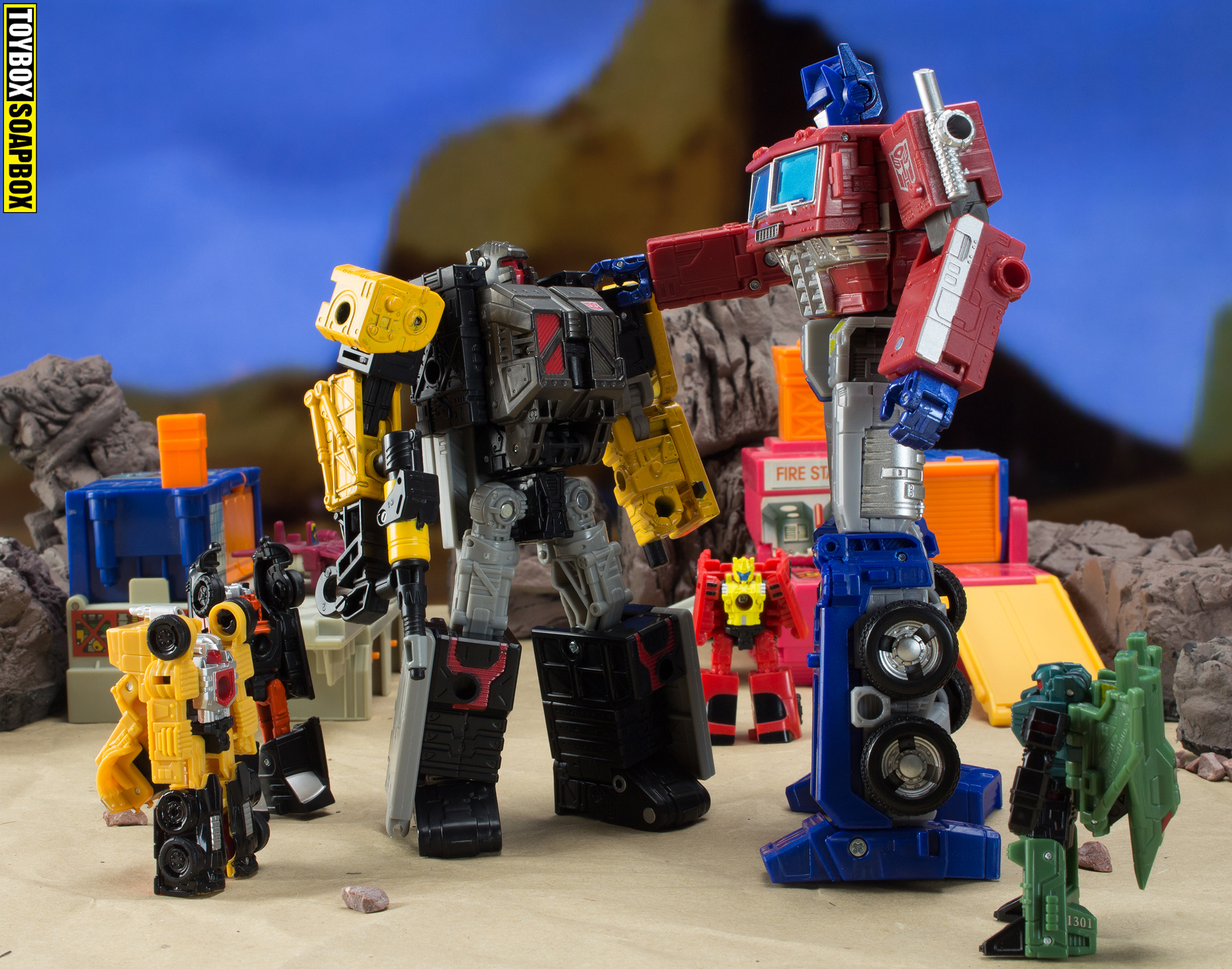 Transformers Earthrise Optimus prime and ironworks
