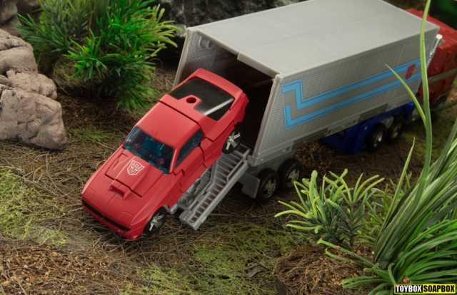 transformers eartrhise autobot car optimus prime trailer