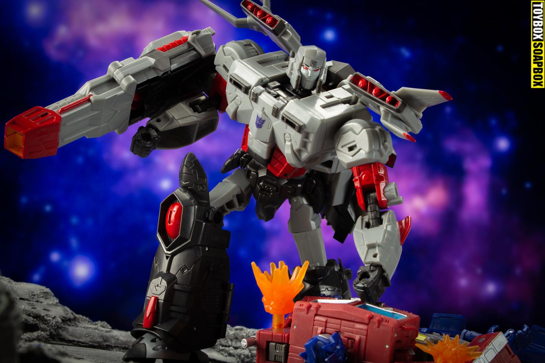 super megatron vs Eartrhise Optimus Prime