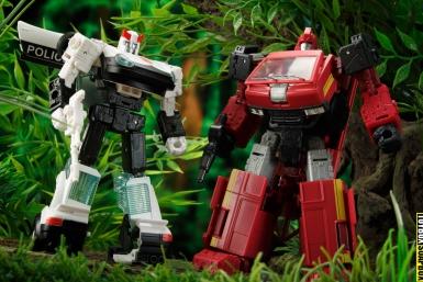 Amazon exclusive earthrise autobot alliance ironhide and prowl