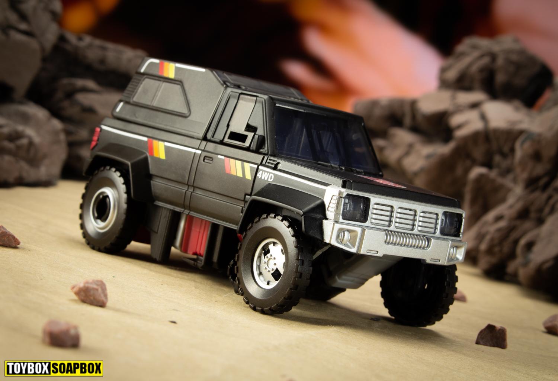 Earthrise Trailbreaker vehicle mode desert