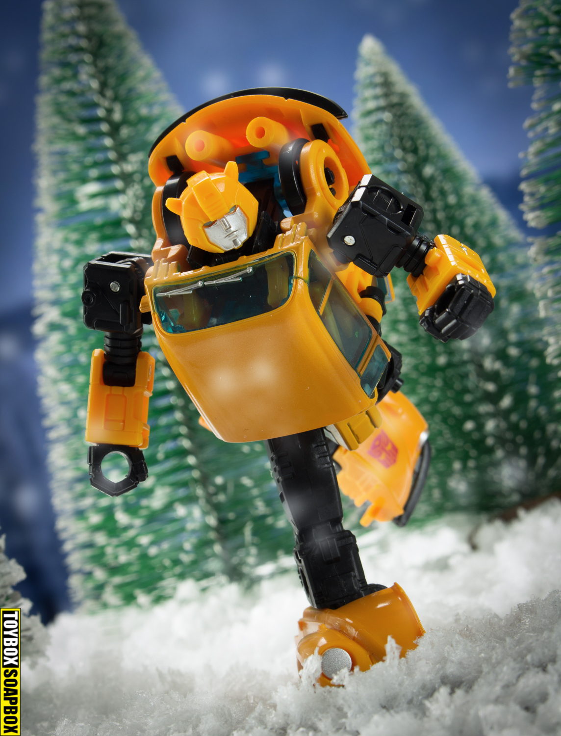 Earthrise transformers generations deluxe bumblebee review running