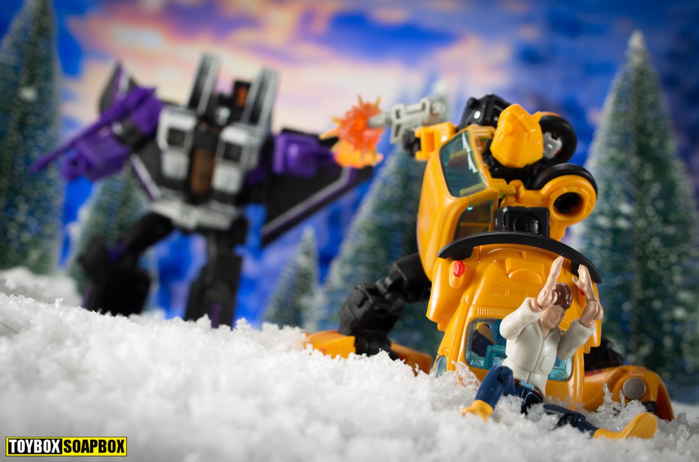transformers-earthrise-skywarp-vs-bumblebee-netflix