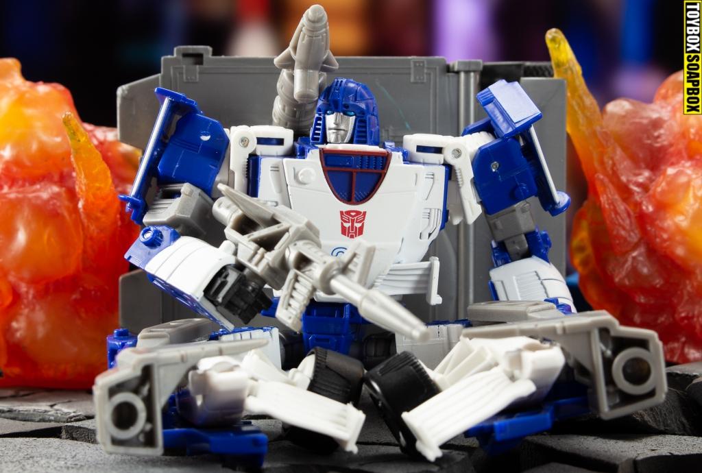 Optimus-prime-trailer-kingdom-mirage