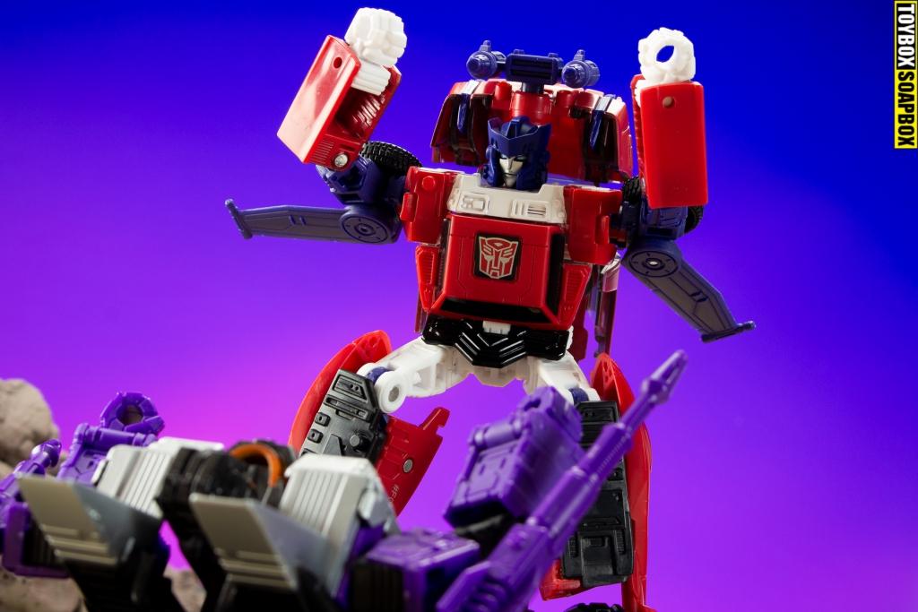 IDW-transformers-road-rage-target-skywarp